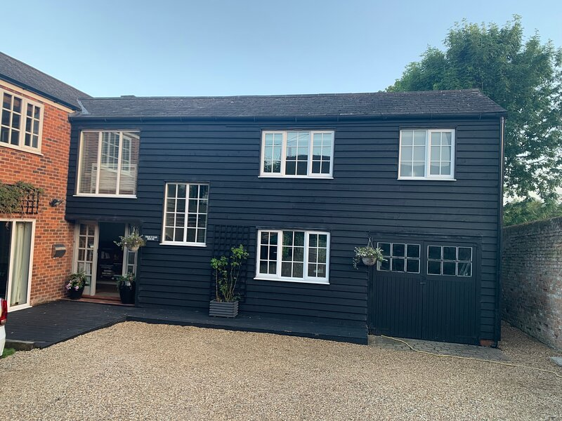 Beautiful 2-Bed Apartment in Wendens Ambo, holiday rental in Stansted Mountfitchet