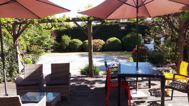 Agréable maison de vacances avec piscine, holiday rental in Grand-Champ