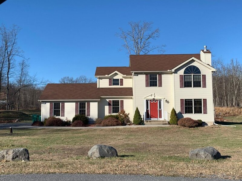 House with hot tub in the Poconos Area, holiday rental in Stroudsburg