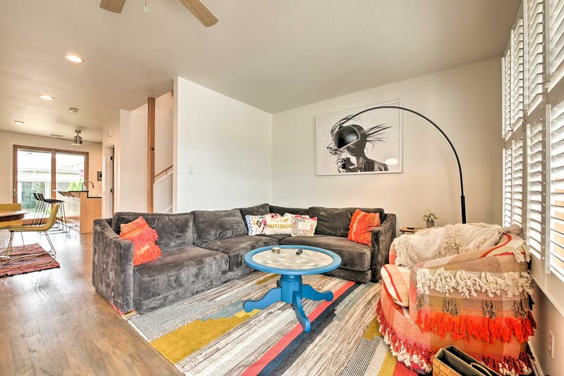 Modern Chattanooga Retreat w/ Rooftop Deck & Yard!, holiday rental in Signal Mountain
