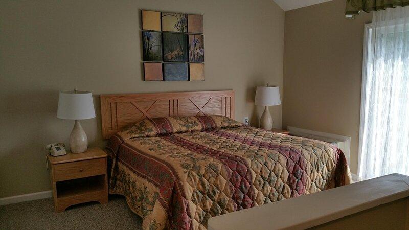 Hosteeva |Cozy Tanglwood Resort 1BR  Condo near Stunning Lake Wallenpaupack, vacation rental in Honesdale