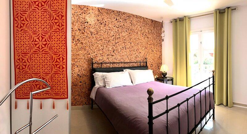 Soleado, WIFI, dos dormitorios y dos balcones, holiday rental in Alajero