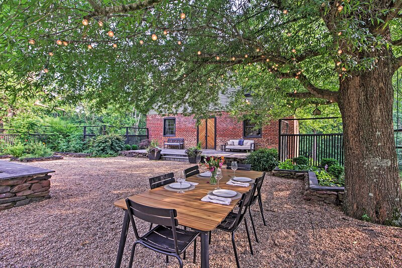 Rustic Home & Cottage at Warren Mill on 12 Acres!, holiday rental in Buckingham