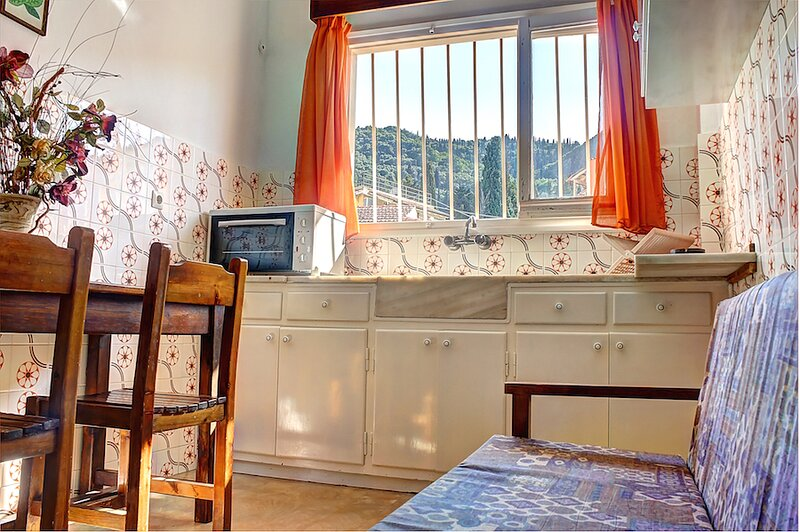 2 Bedroom Apartment, holiday rental in Benitses