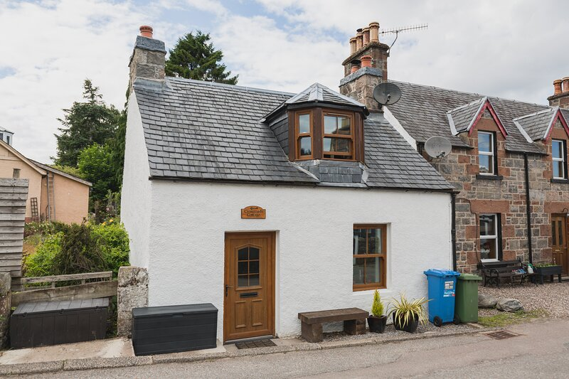 Crossroads Cottage - Loch Ness, holiday rental in Foyers