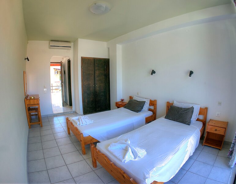 1 Bedroom appartment, twin beds, holiday rental in Benitses