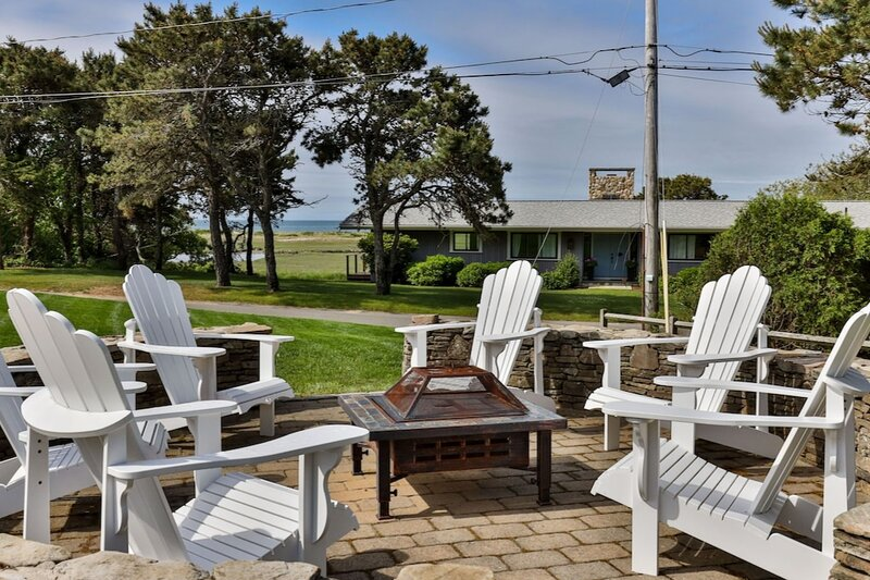 Prime location! Lovely home with ocean views, short walk to the beach., holiday rental in West Chatham