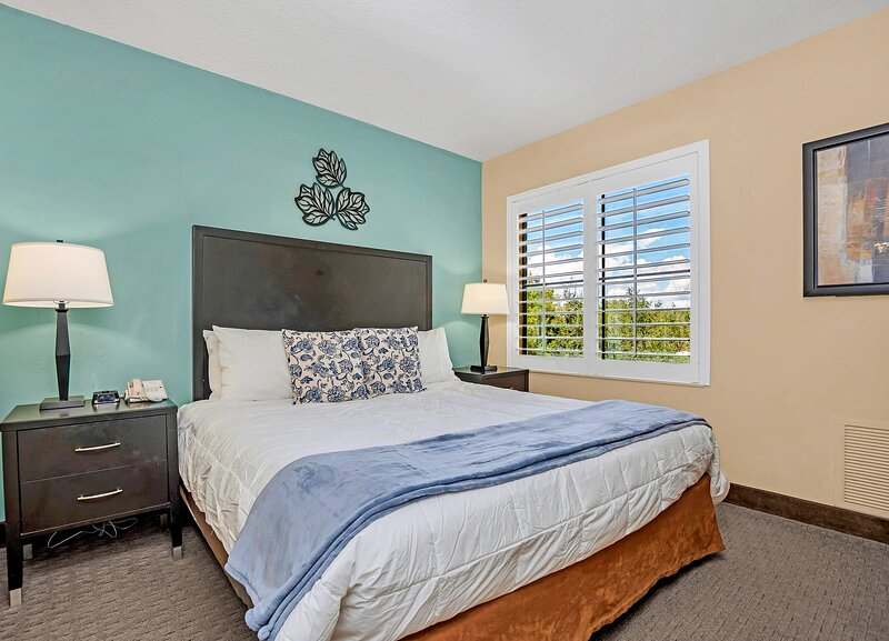 Near Disney - 1BR with King Bed - Pool and Hot Tub!, casa vacanza a Windermere