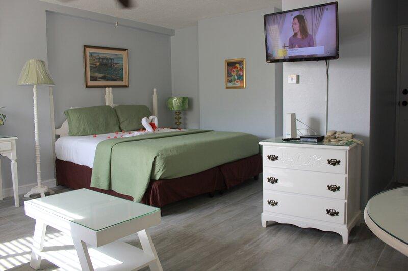 Turtle Beach Studio-Pool/Beach/WiFi/Cable/Security, holiday rental in Ocho Rios