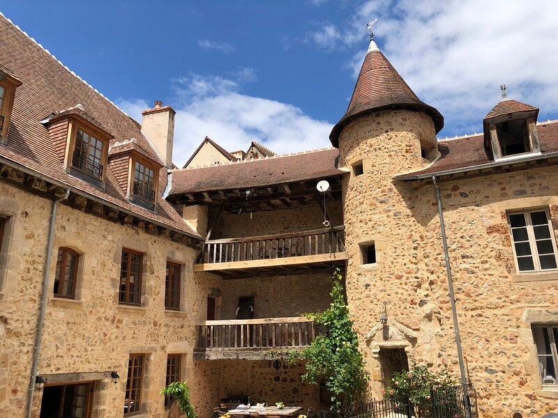 Gite L'ancien Collège, holiday rental in Audes