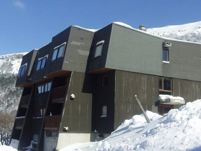 AU PIED DES PISTES GRAND  STUDIO  4 COUCHAGES, holiday rental in Chastreix