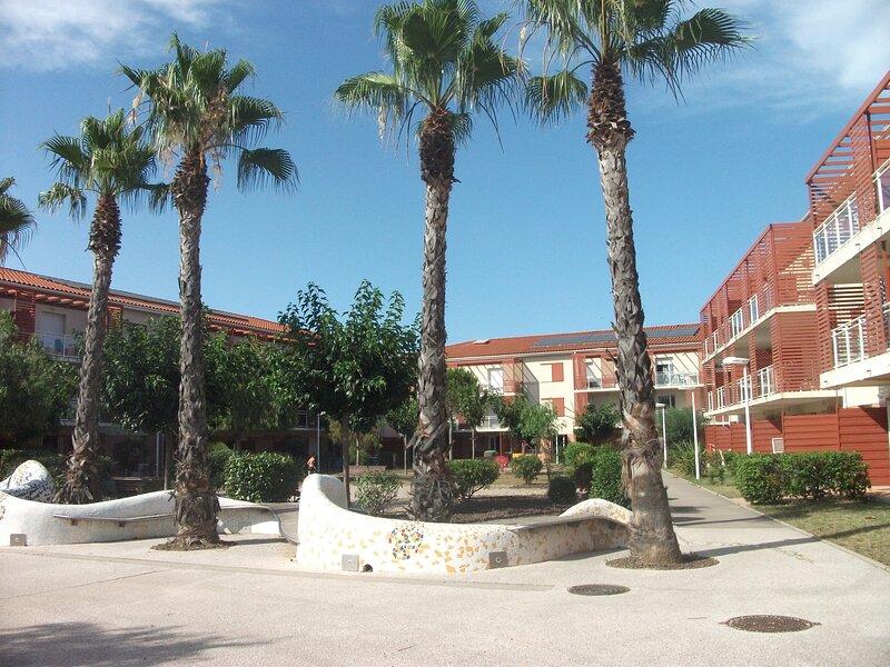 Spacieux t2 avec terrasse côté jardin, aluguéis de temporada em Argeles-sur-Mer