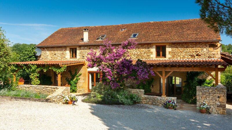 La Borie Gites - Large converted barn with private pool - Dordogne & Lot border, location de vacances à Cassagnes