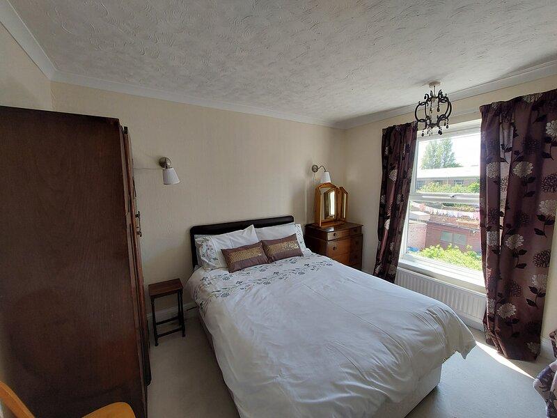 Gorgeous Gorleston Edwardian terraced house, close to wide sandy beach, sleeps 8, holiday rental in Gorleston-on-Sea