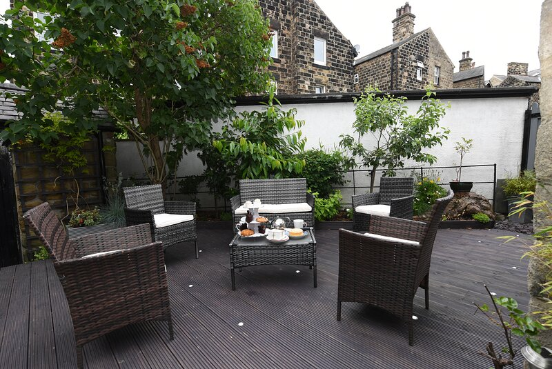 Courtyard Mews - Town Centre Apartment with Courtyard Garden, holiday rental in Follifoot