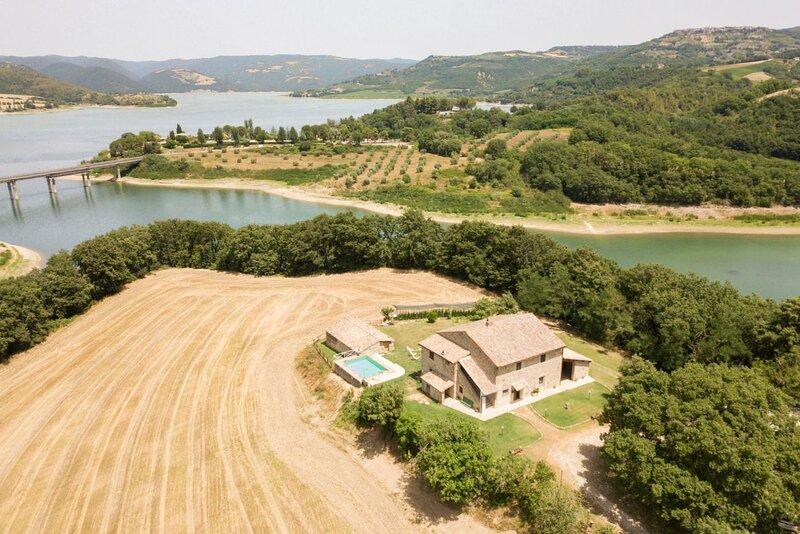 Villa Corbara - Villa with pool facing the Corbara Lake in Umbria, holiday rental in Baschi
