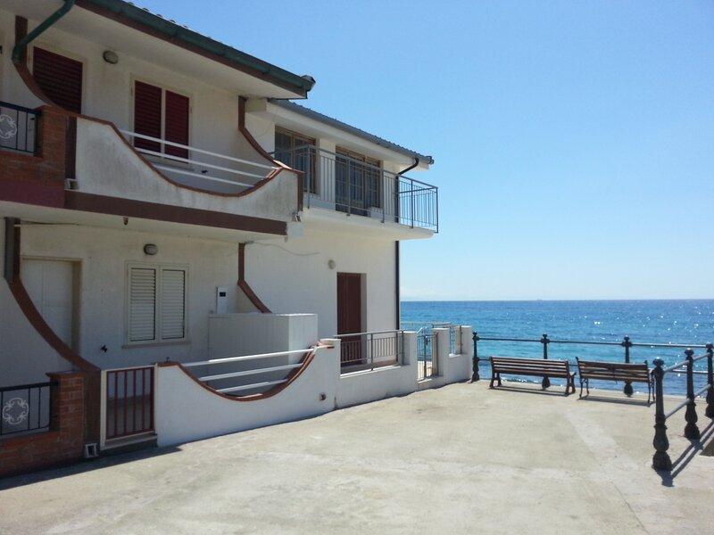 Casa sul Mare Nonna Peppina, holiday rental in Santa Maria