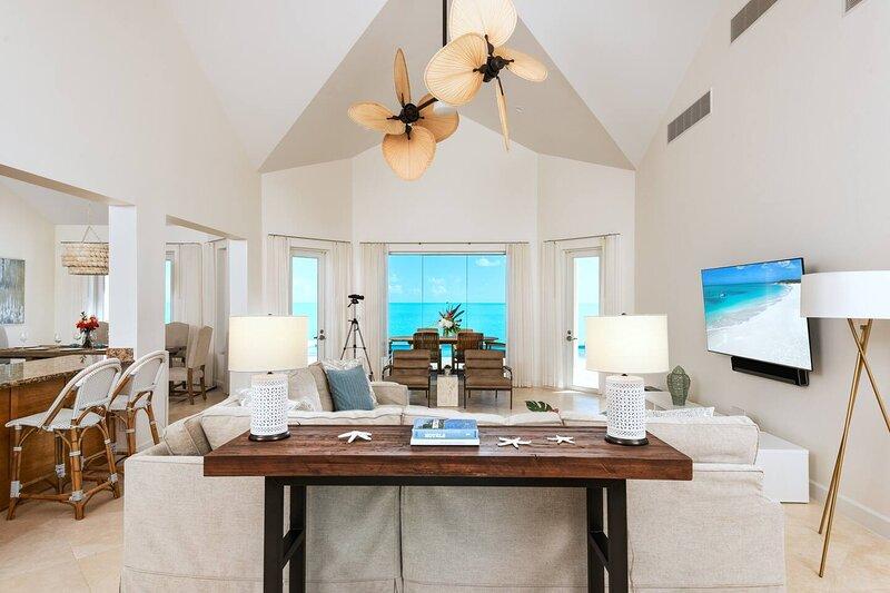 Breezy Villa is a 4 bedroom Villa with Spectacular Water Front Views, location de vacances à Leeward