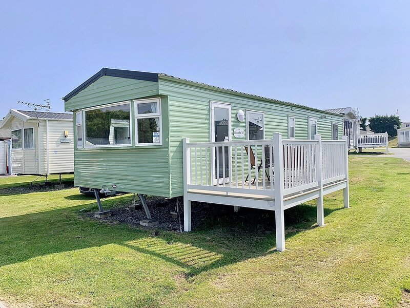 8 berth caravan with decking at Kessingland Beach holiday park ref 90021PW, holiday rental in Wrentham