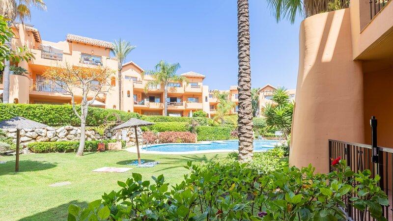 2 Bedroom ground floor apartment with garden and pool views, holiday rental in Urb. Villas de Costalita