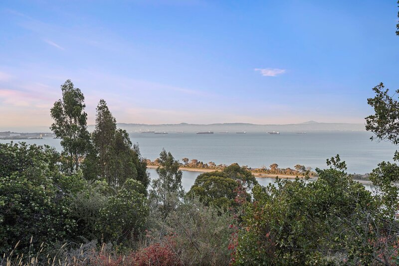 * Marbella Lane - 3BR Penthouse Executive Suite  | SFO | Parking, holiday rental in San Bruno