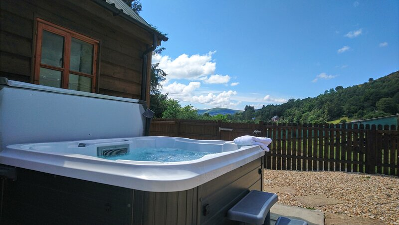 Seven Stars Self Catering with hot tub spa !, holiday rental in Rhayader