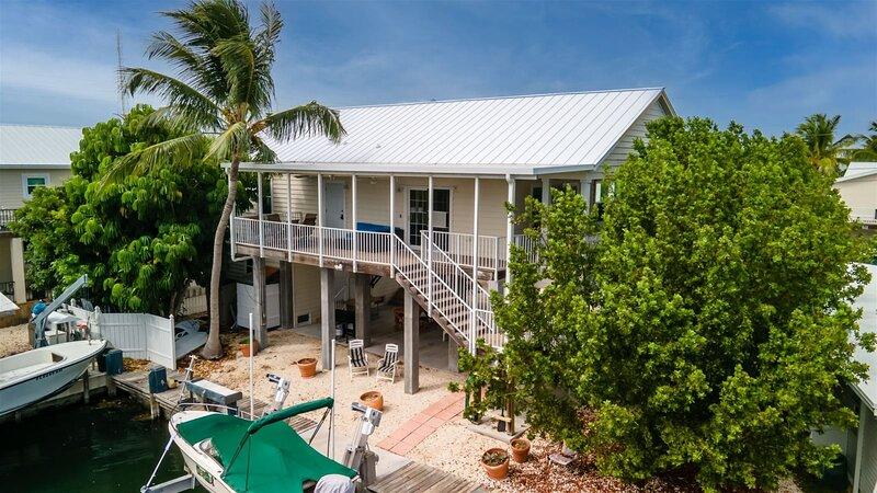 Key Vaca 4 bedroom 3 bath with Jacuzzi/Spa room for a 25 ft boat, alquiler de vacaciones en Marathon Shores
