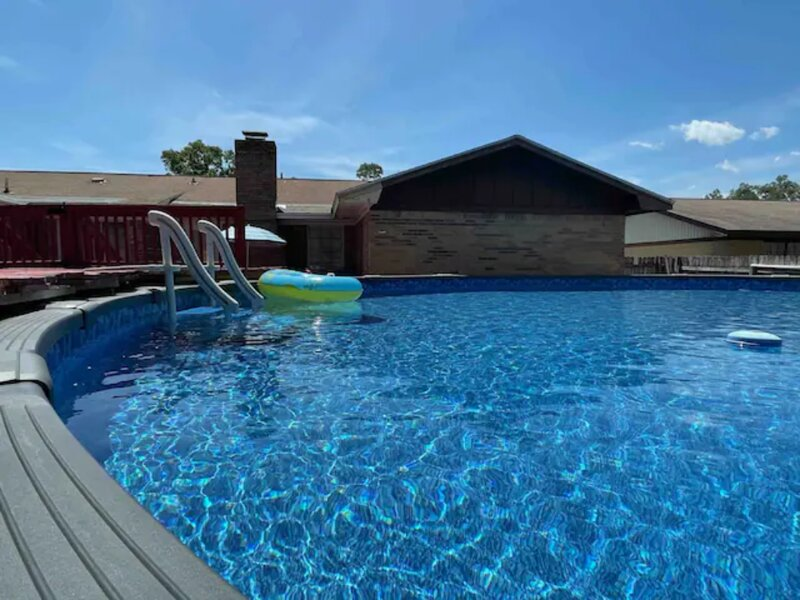ENTIRE HOME 4BED/3BATH/KING BED W/ HUGE PRIVATE POOL 25 MINS TO PERDIDO BEACH, holiday rental in Ensley