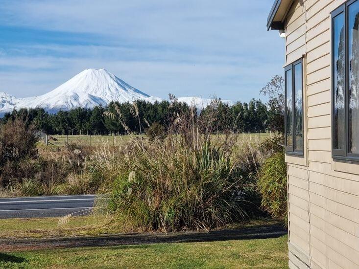 4 Peaks Holiday Home, location de vacances à Raurimu