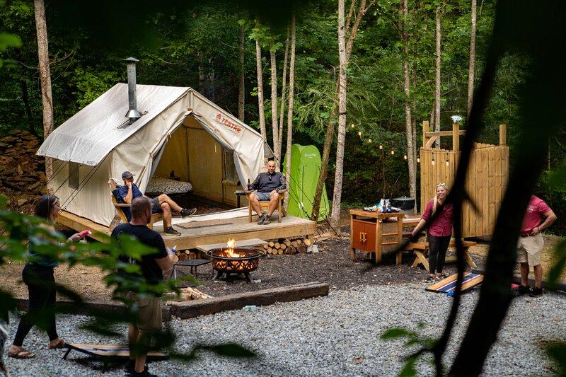Tentrr Signature Site - Olde English Farm Tent 2, alquiler vacacional en Ten Mile