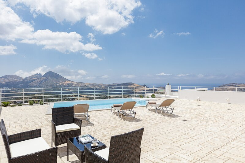 Petres villa I, South coast villas with private pool and panoramic sea views, holiday rental in Mariou
