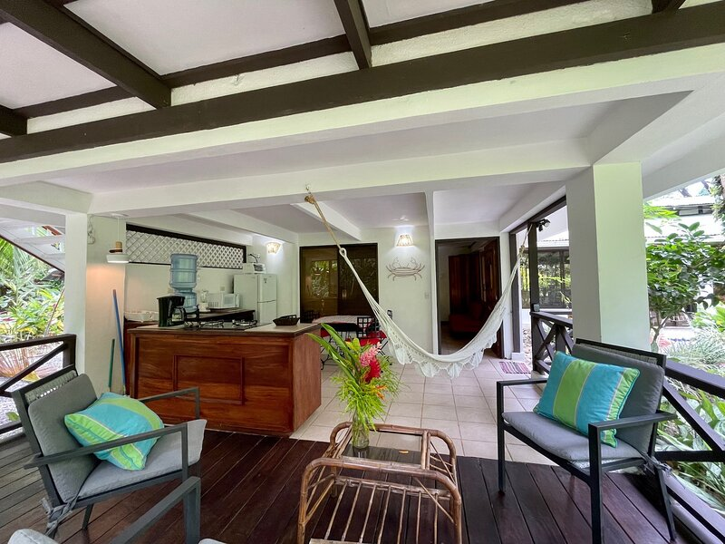 C3 Coral Jungle Beach Studio with AC, holiday rental in Punta Uva