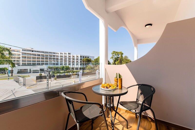 Megusta Suites, holiday rental in Petaloudes