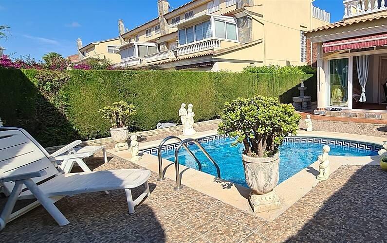 VILLA EN CAMBRILS+PISCINA PRIVADA 10 PERS., alquiler de vacaciones en Reus