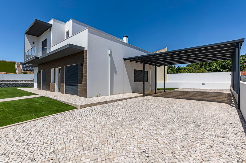 Captivating 4-Bed House in Cadaval district-Lisbon, holiday rental in A Dos Francos