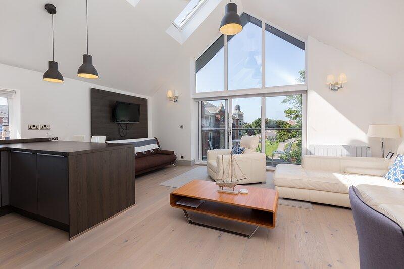 Charles Alexander Short Stay - Pavilion View Apartments - Large Penthouse, location de vacances à Lytham