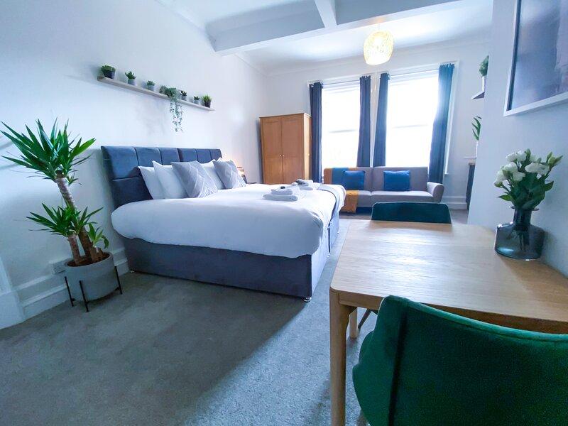 Apartment 5 , Extra Large Stylish Studio, holiday rental in Ravensden
