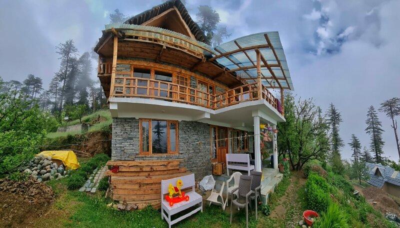 Ishan log huts-A Boutique Homestay- since 1999, location de vacances à Mandi District