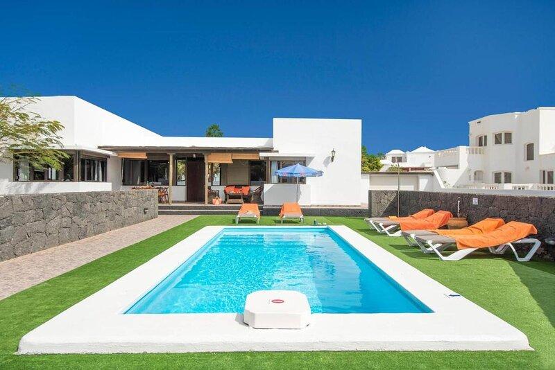 Tuco-villa mit privatem Pool, holiday rental in Tahiche
