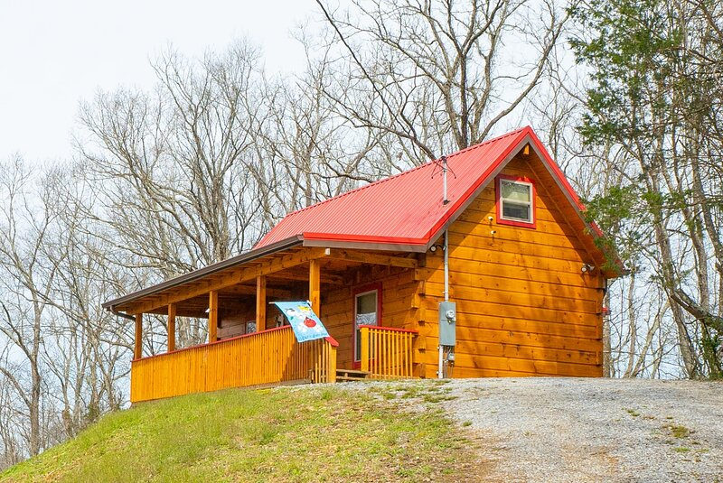 New Custom Cabin on 10 acres, holiday rental in Seymour