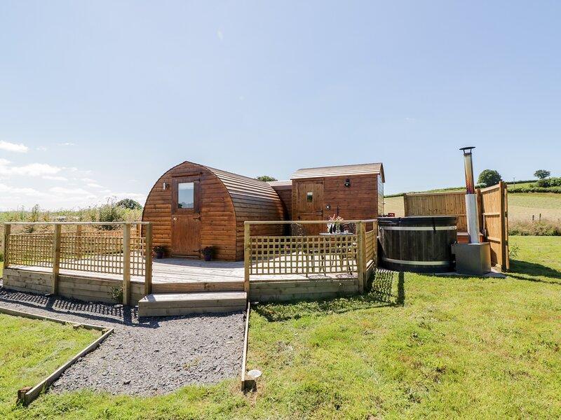 Embden Pod at Banwy Glamping, Llanfair Caereinion, holiday rental in Cyfronydd