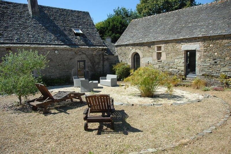 Spacious house with terrace & Wifi, location de vacances à Plestin-les-Grèves