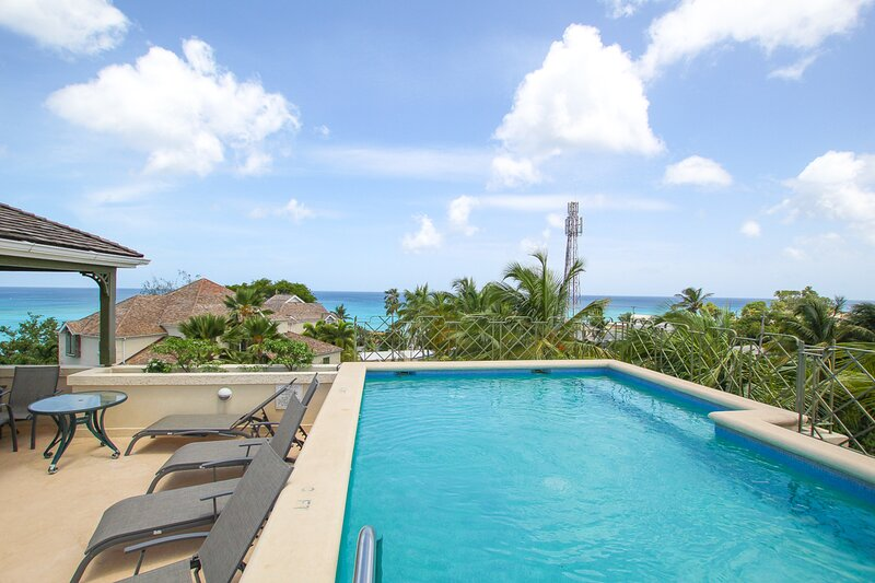 Rooftop pool with amazing ocean views at Beacon Hill 304