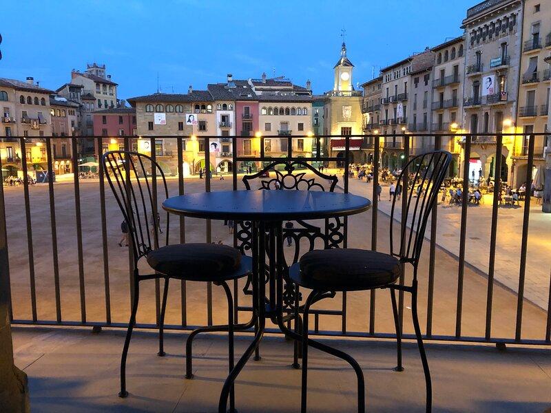 Apartaments Vicus 3, excepcionales vistas de la Plaça Major de Vic, alquiler de vacaciones en Perafita