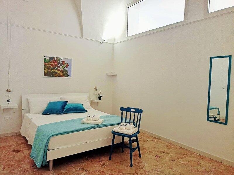 Casa Vràni - Intera abitazione con giardino privato, casa vacanza a Melendugno
