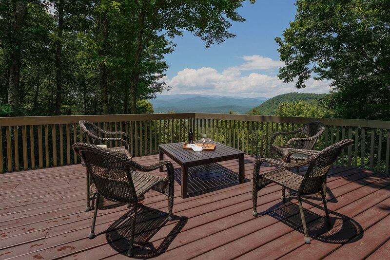 Blue Ridge Views in Connestee Falls, holiday rental in Cedar Mountain