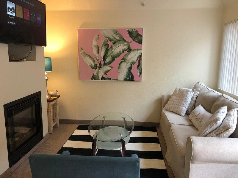 Micro 1 Bedroom Apartment Steps from the Beach!, alquiler de vacaciones en Santa Mónica