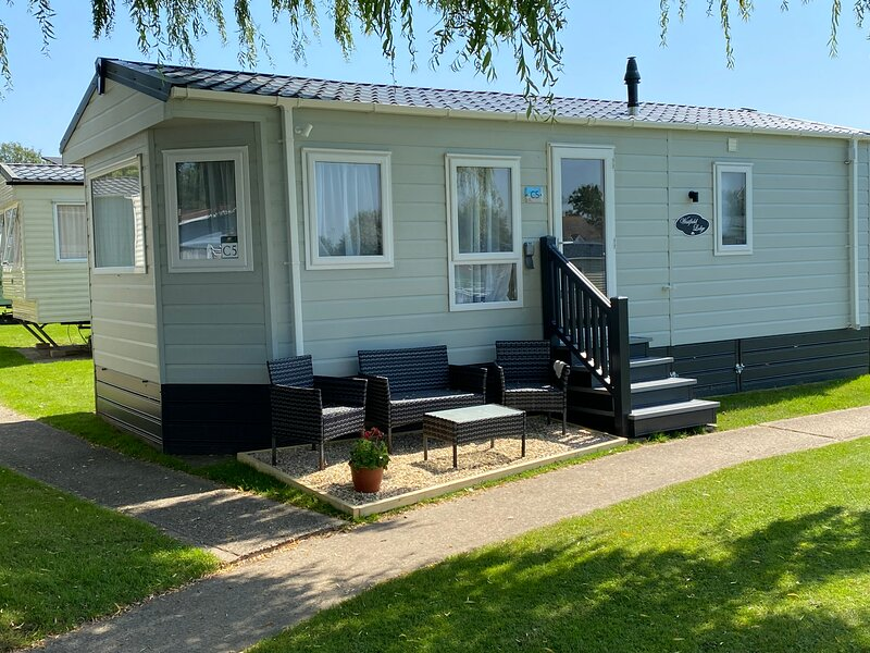 The Seaclusion 2021 Delta Westfield Lodge, holiday rental in Arreton