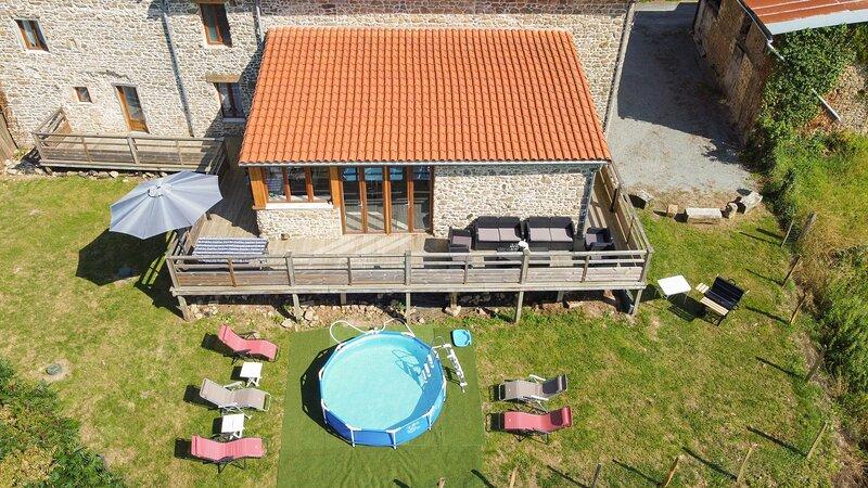 CHUI GITE 87290 SLEEPS 10,  4 BEDROOMS, 3 BATHROOMS, SPACIOUS & ELEGANT PROPERTY, location de vacances à Saint-Leger-la-Montagne