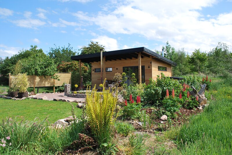 Peaceful Bothy retreat with wood fired hot tub., holiday rental in Ardersier